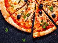 Пица по Неаполски със сирене Моцарела, домати и аншоа